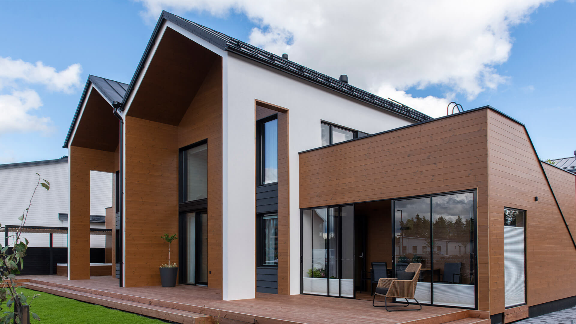Lunawood thermowood Duplio facade and decking
